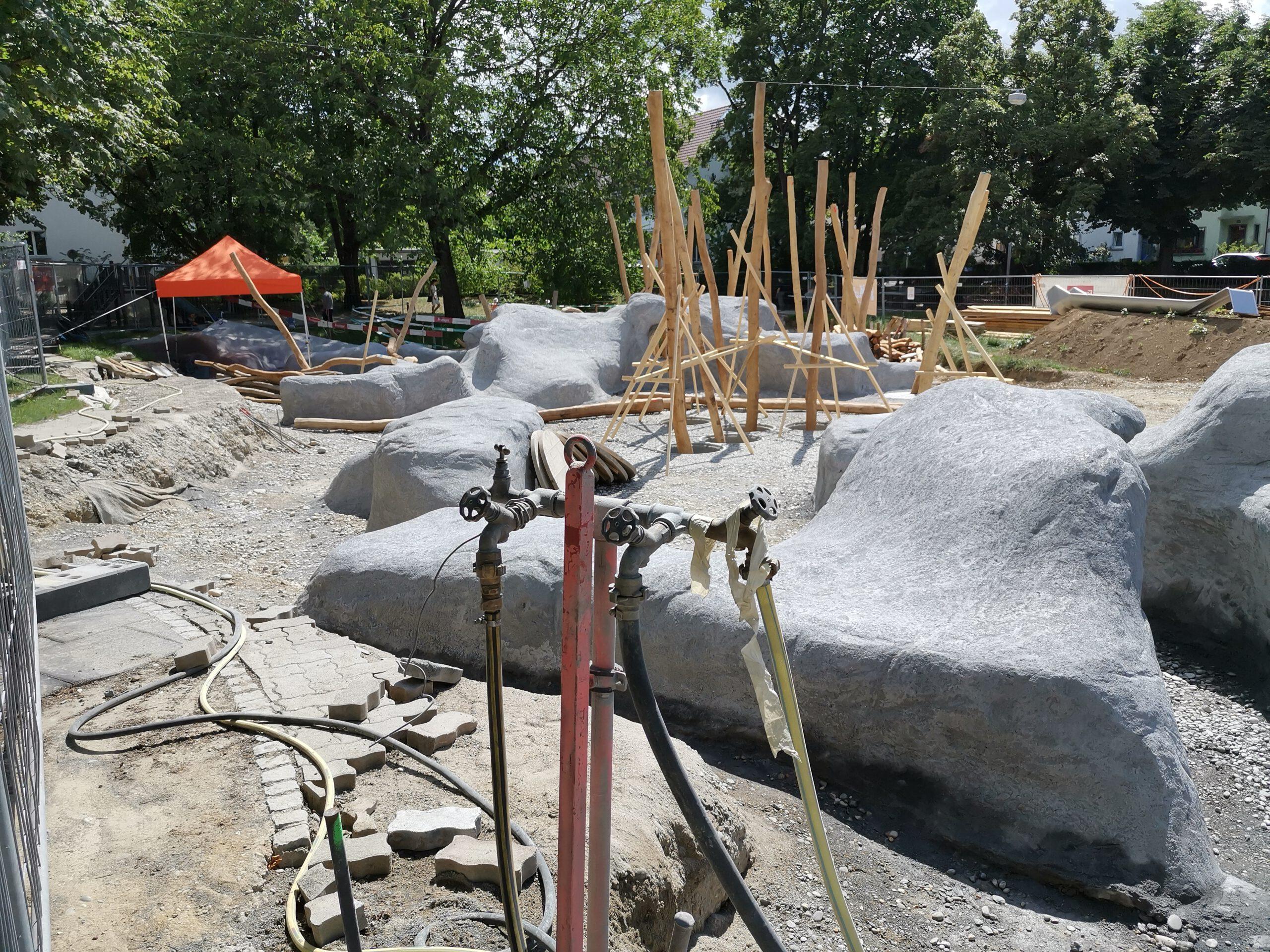 Beton-Steine waschen ist billiger, als Natur pflegen…
